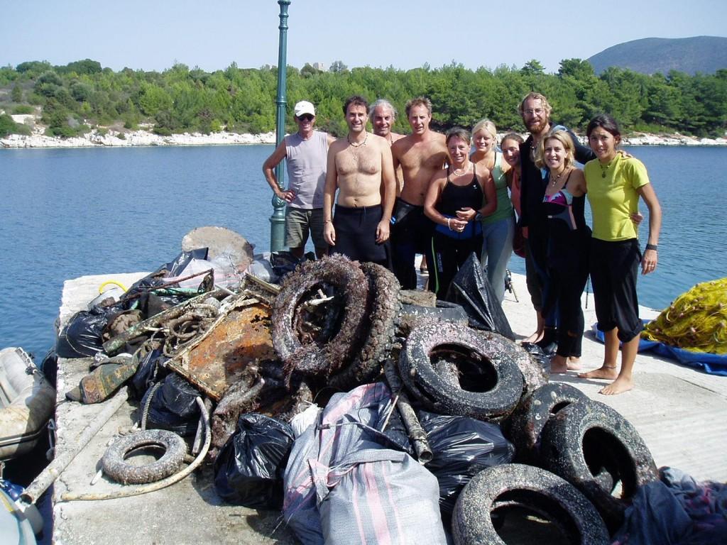 Pulizia del porto e raccolta dei rifiuti